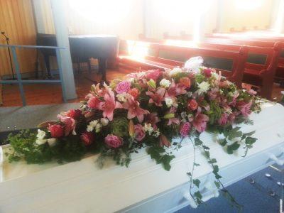 Kistedekorasjon blomster 16