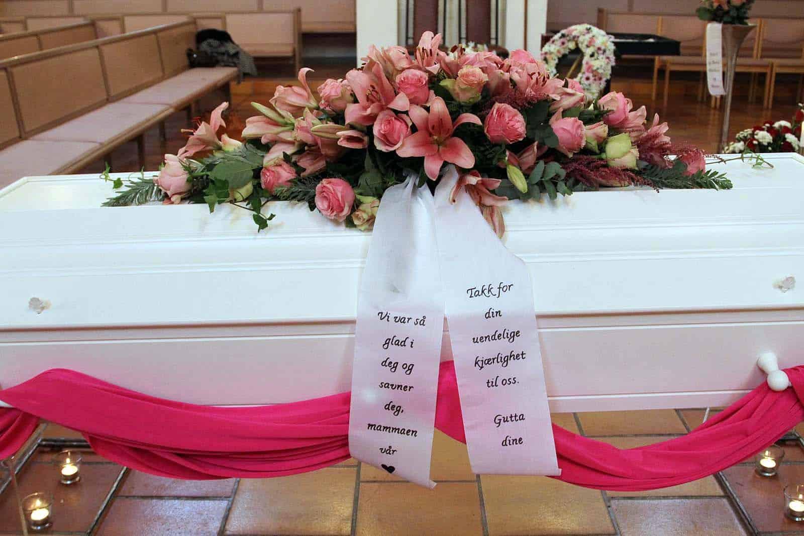 Kistedekorasjon blomster 56